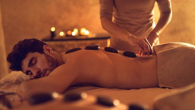 1x 50% korting op een hot stone massage